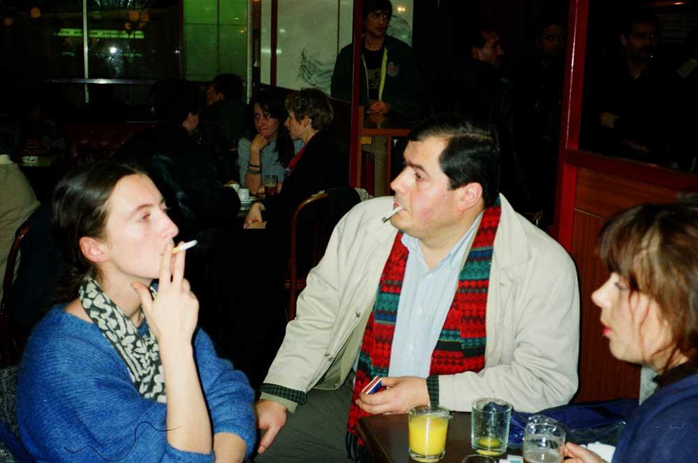 Anne Rousseau, Christine maillet et Jacques Grué dans un café