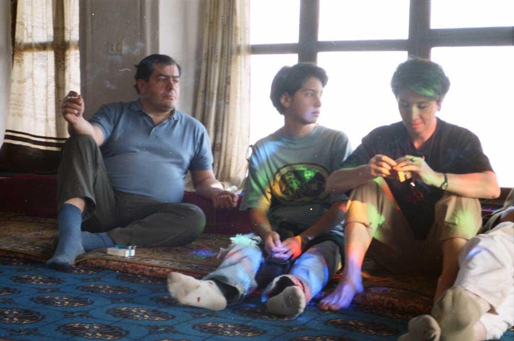Jacques Grué, Jenny et Fusako Hasaï dans un muffredge-Sana'a-Yémen