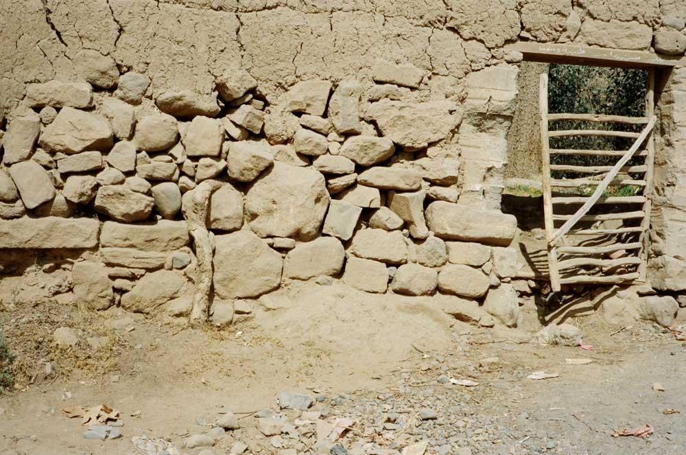 mur en pierres sèches-Yémen