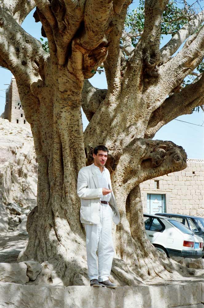 Olivier Le Bars au pied d'un arbre-Yémen