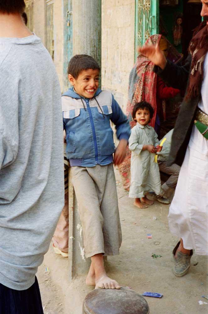 garçon dans une rue de Sana'a