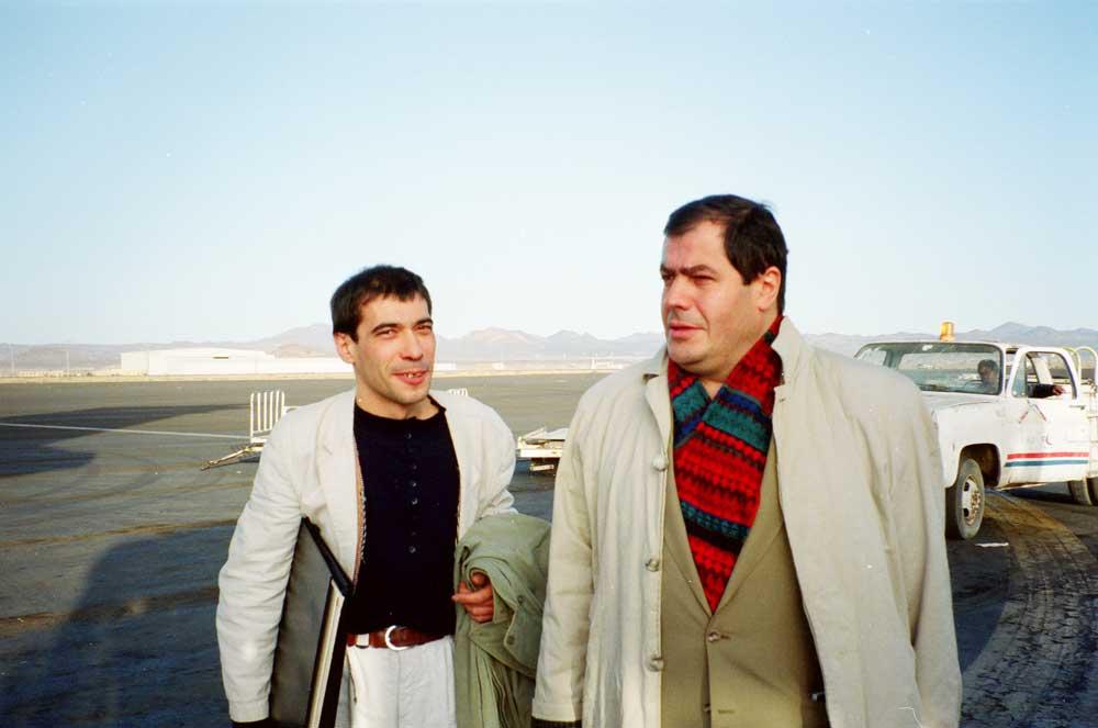 Jacques Grué et Olivier le Bars sur le tarmac _Yémen
